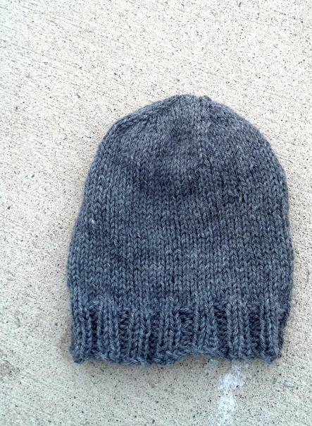 grey-knitted-beanie | tolmema